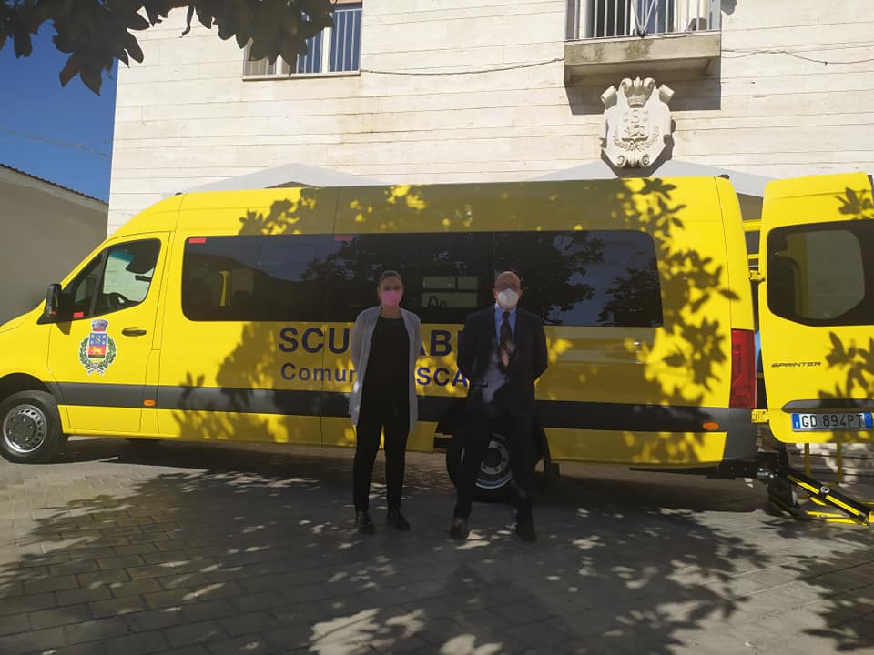Nuovo scuolabus 32 posti con tecnologia trasporto diversamente abili